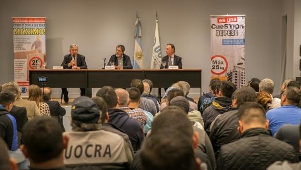 Acuerdo tripartito para aumentar medidas de prevención y seguridad en la construcción